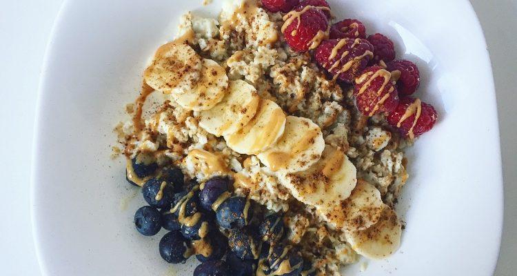 An Egg-less Morning: Oats & Fruit